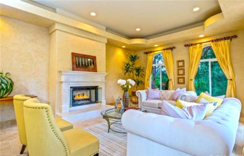 Beautiful custom designed interior living room design in Los Angeles by HT Constructions