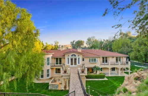 Beautiful custom built home from the backyard by HT Constructions in Chatsworth, Los Angeles, CA